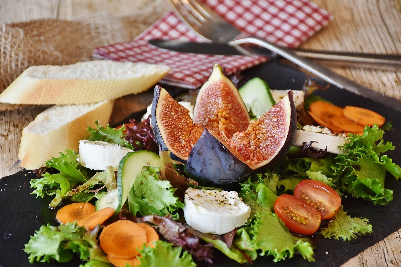 salad, figs, cheese